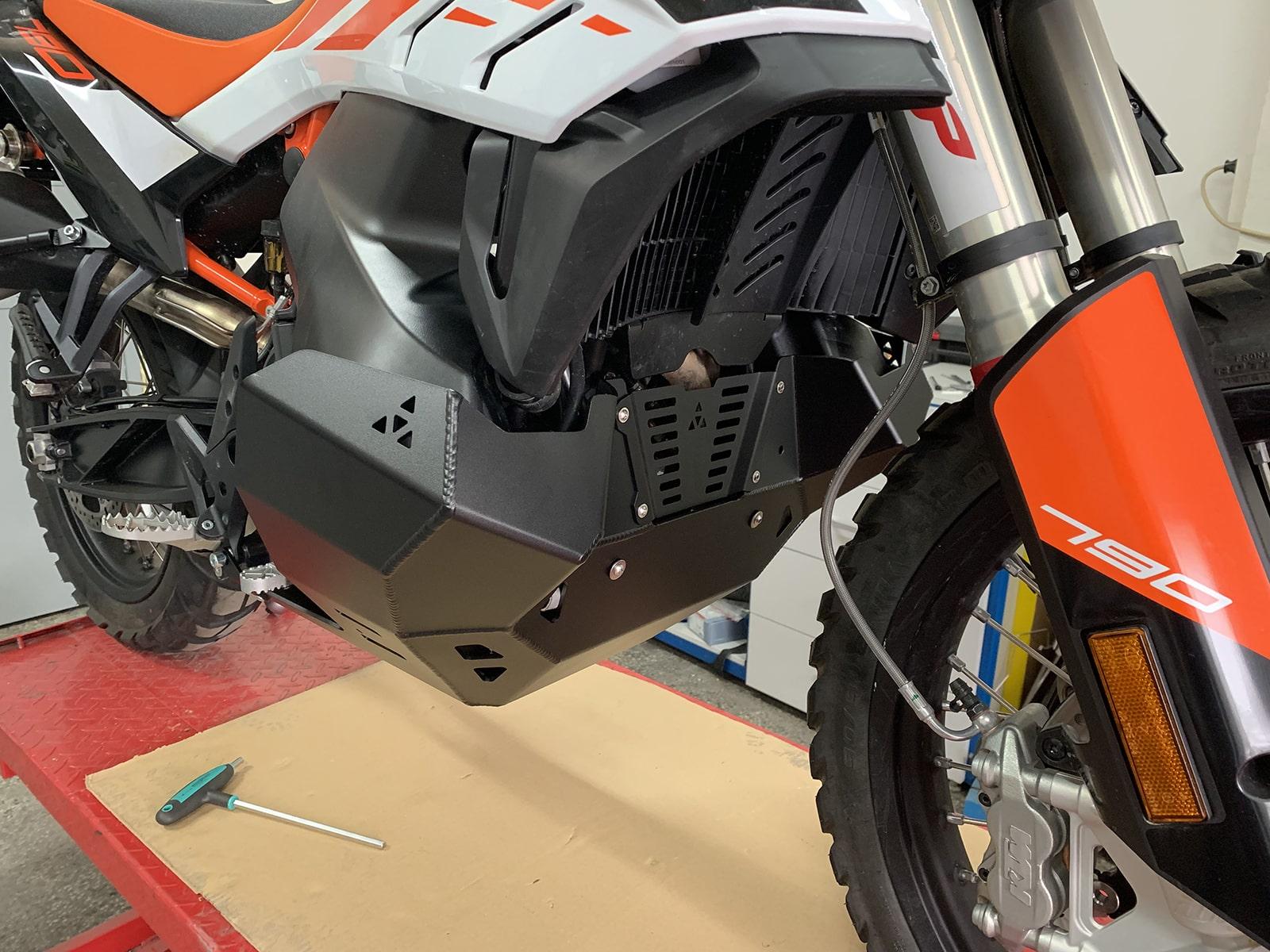 Engine skid plate for KTM790/890